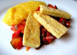 cobio-recept-pecen-tofu-s-kremno-polento